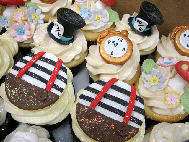 mad hatter cupcakes - photo #29